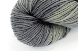 MERINO SINGLE Worsted Black Olive zoom